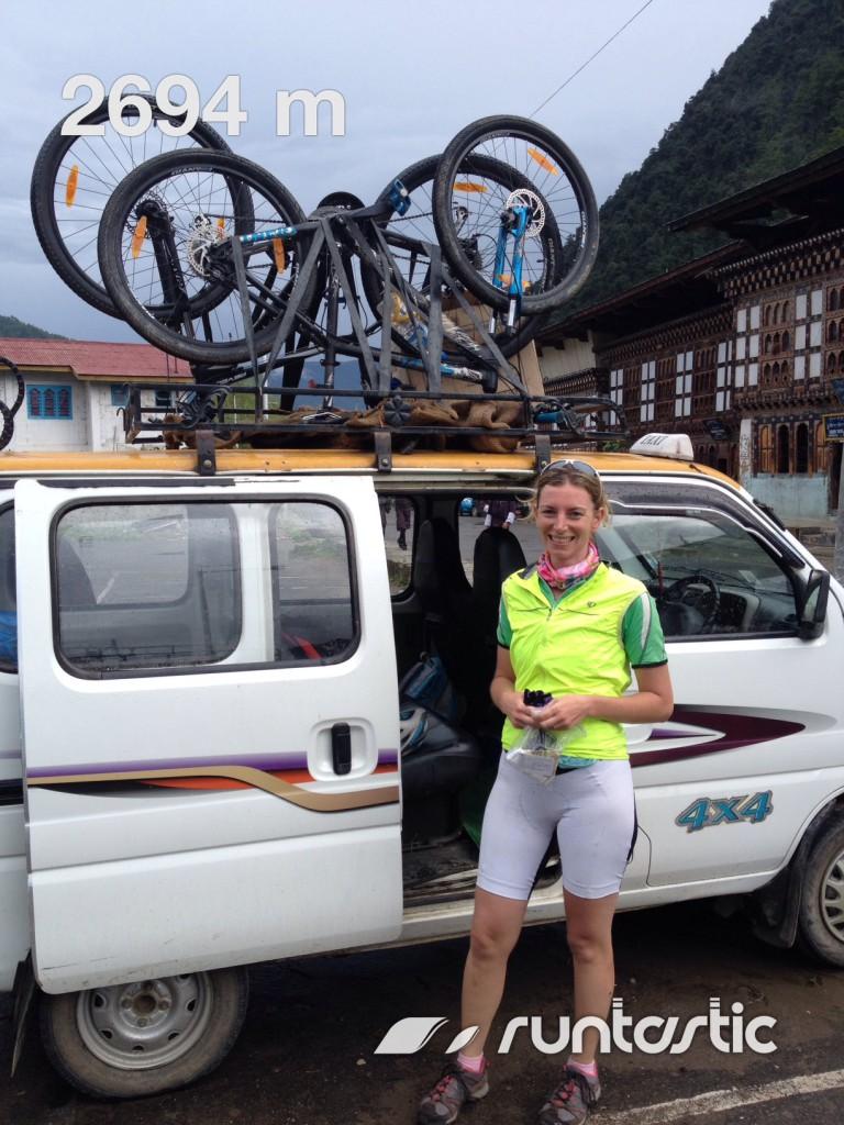 Met Marloes in Haa. Fietsen op de bus en drie uur later terug in Thimphu.