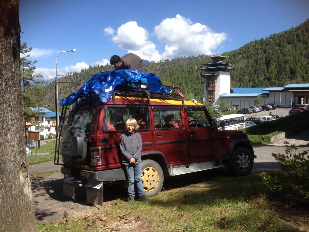 We werden na onze ochtend colleges opgehaald door een 4WD.