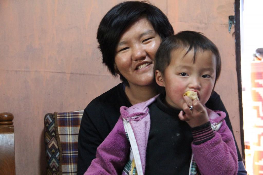 Karma en haar nichtje Tandin.